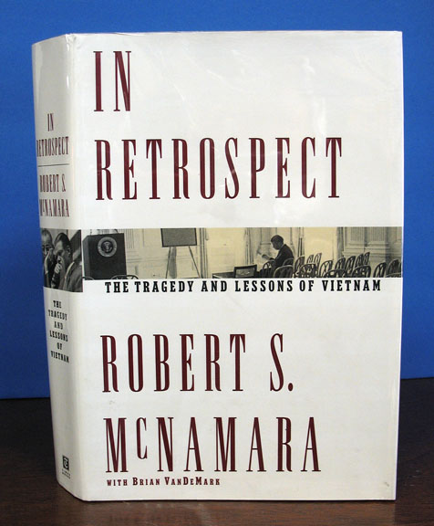 In RETROSPECT. The Tragedy and Lessons of Vietnam. Robert S. With Brian VanDeMark McNamara.