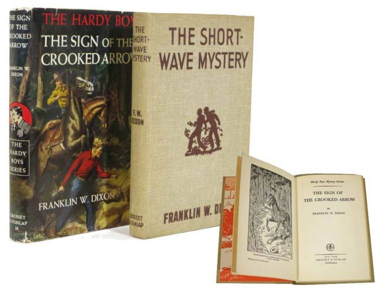 The SIGN Of The CROOKED ARROW. The Hardy Boys Mystery Series #28. Franklin W. Dixon.