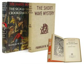 The SIGN Of The CROOKED ARROW. The Hardy Boys Mystery Series #28. Franklin W. Dixon