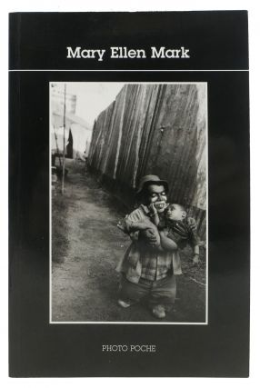 MARY ELLEN MARK. Introduction par Caroline Bénichou.; Collection Photo Poche 96. Caroline -...